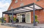 Zwart Robuust | Brede overkapping met Polycarbonaat dak | Waardevolle leefruimte